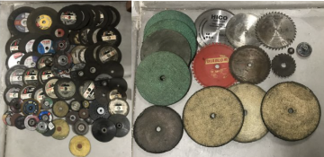ASSORTED LOT OF LARGE ABRASIVE INDUSTRIAL METAL CUTTING BLADES + BUFFING PADS