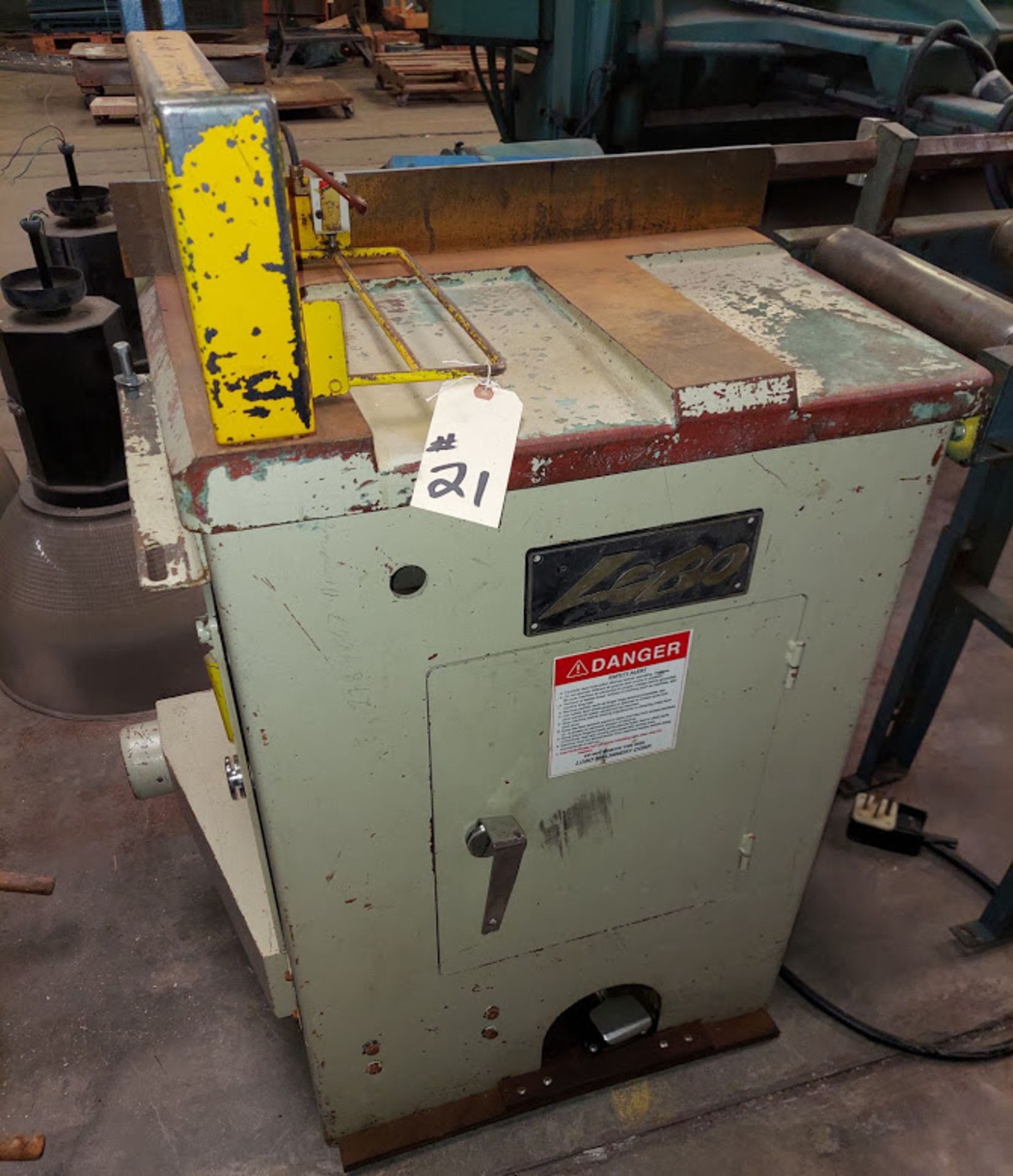 """Lobo 18"""" Upcut Saw, Model # CS-18L, 10 HP 230 Volts 3 Phase, Pneumatic, Roller Out Feed Table with - Image 2 of 6"""