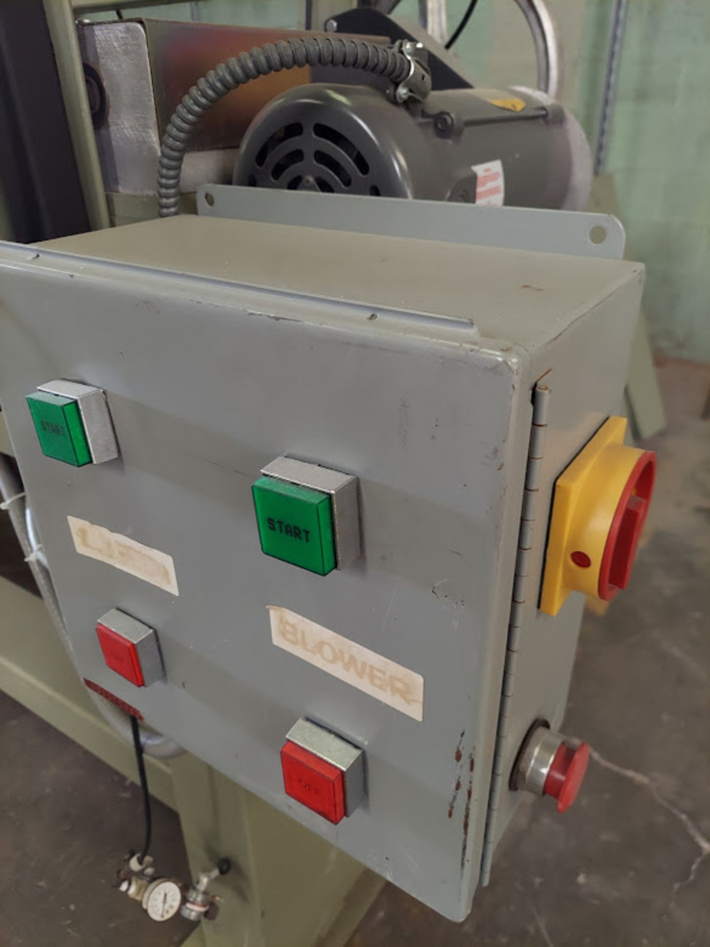 """Peterson 12"""" Panel Saw, 3 HP, 230/460 Volt 3 Phase, Pallet of Infeed and Outfeed Tables, Pneumatic - Image 4 of 9"""