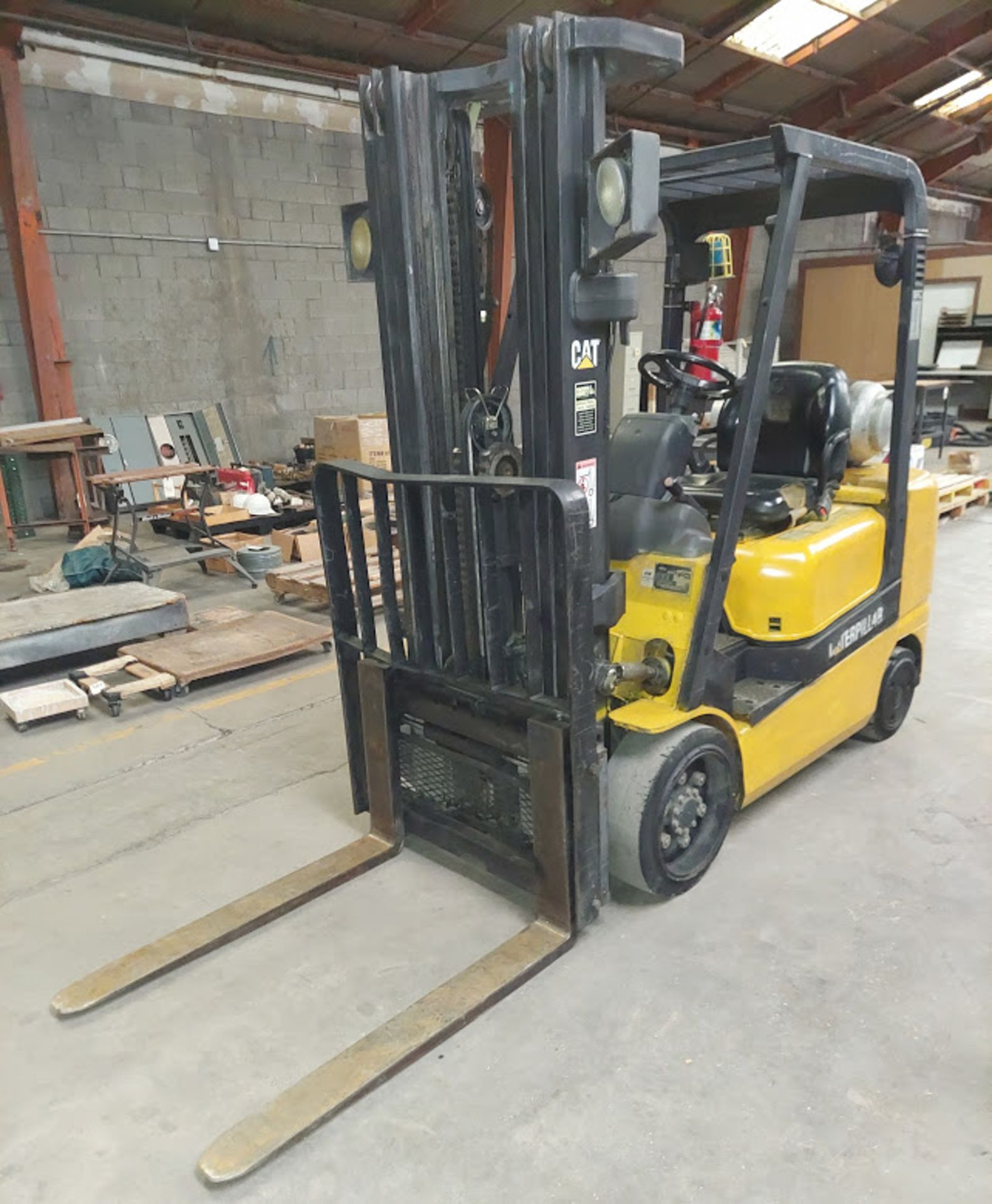 "Caterpillar 4,750 Forklift, Model # GC30K, 3 Stage, 87"" Lowered & 199"" Raised, Side LP Fuel, Cushion - Image 2 of 12"