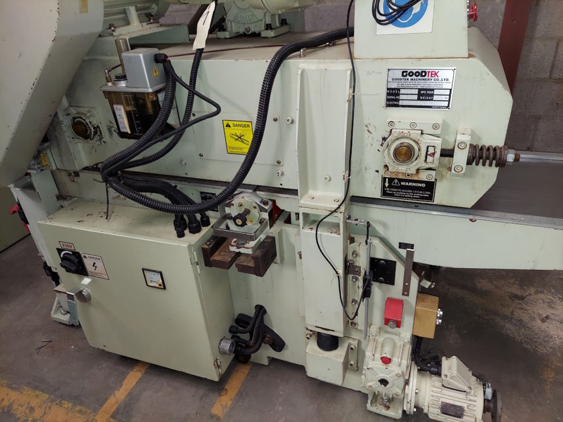 "Good Tek GT-400B Two Sided Planer, Top & Bottom 16"" Spiral Cutterheads, 10 Hp 230/460 Volts Top - Image 6 of 7"