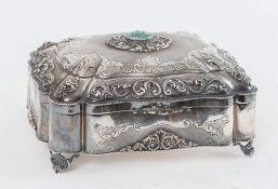Portagioie in argento 800 con cabochon centrale e interno vermeil. Sotto la base reca punzone 800.