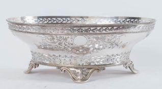 Robert Garrard II- Garrard & Co Ltd, Londra, 1879. Centrotavola in argento. Sotto la base reca