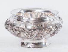 KUHN&KOMOR. Centrotavola circolare in argento Sterling. Sotto la base reca punzoni: sterling e