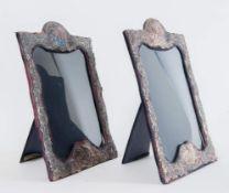 Coppia di cornici di argento. Recano sul bordo inferiore punzoni: M&LS e tre punzoni parzialmente