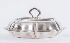 Porta vivande con coperchio in argento 800. Reca punzoni sia sul bordo del piatto che sul coperchio: