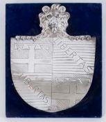 Stemma bolognese in argento su supporto in velluto. Cm 42x31. Opera firmata in basso Arbizzani R.