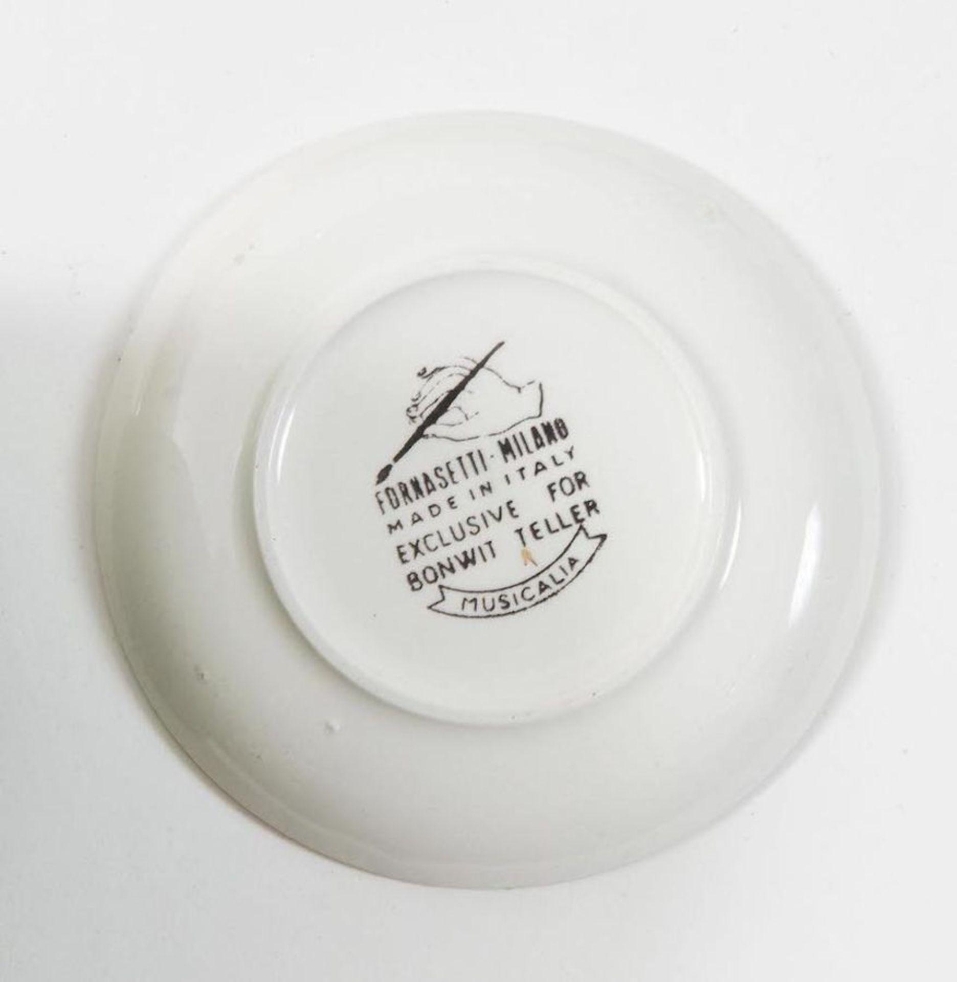 PIERO FORNASETTI Sei piatti in ceramica, dorati, della serie Musicalia; con scatola originale. March - Bild 4 aus 4