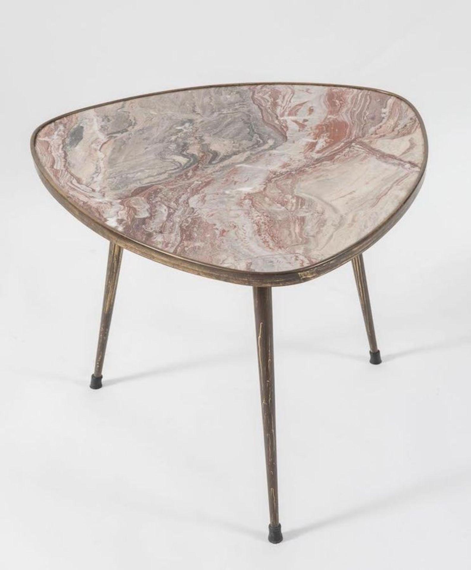 Tavolino da caffè in ottone con piano in marmo. Prod. Italia, 1950 ca. Cm 62,5x57x50. - Bild 2 aus 2