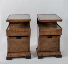 Coppia di comodini in legno con piano in vetro. Prod. Italia, 1940 ca. Cadauno di cm 72x41,5x41,5.