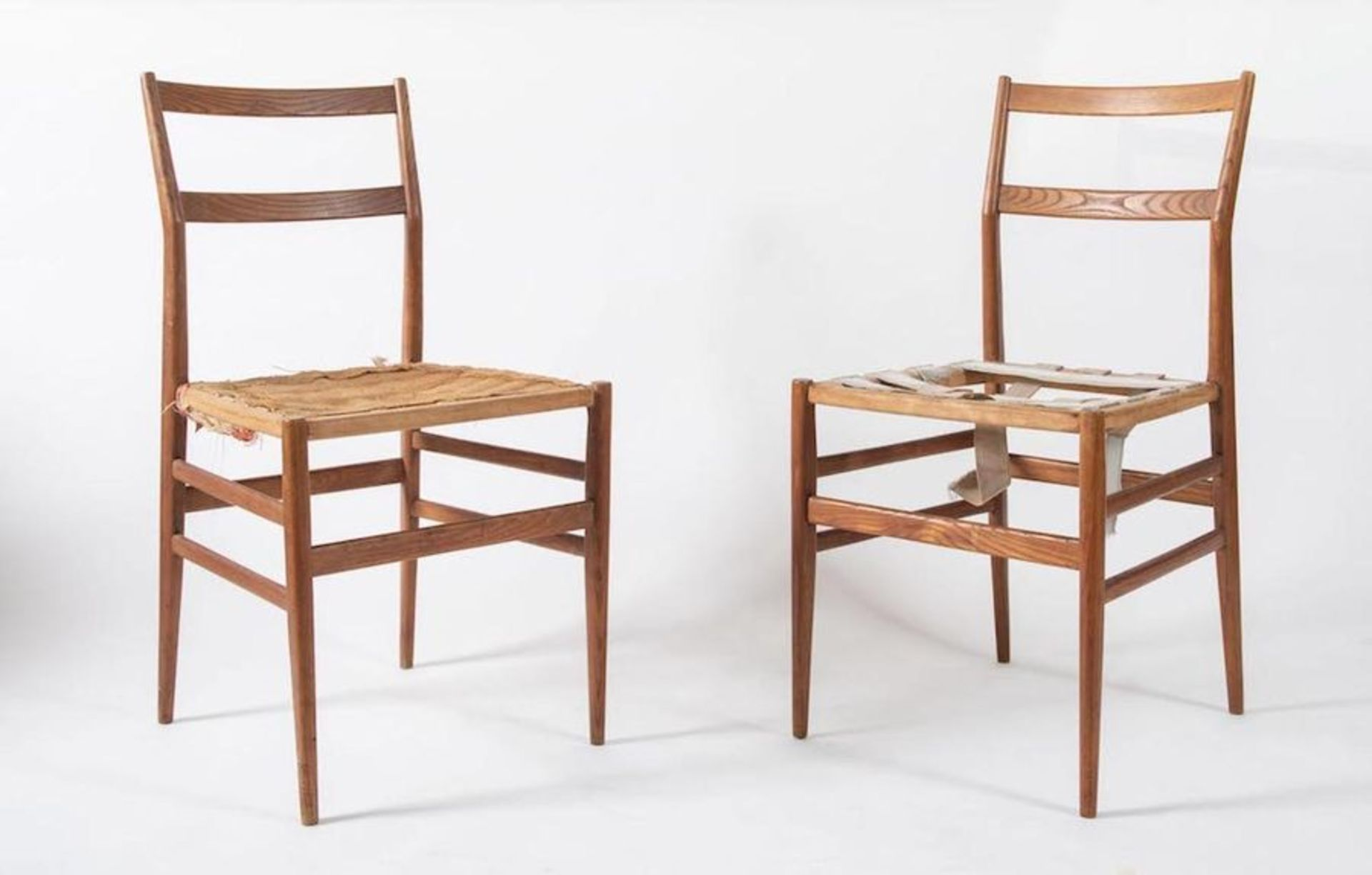 GIO PONTI Coppia di sedie in legno di frassino modello Leggera. Prod. Cassina, Italia, 1957 ca. Cada