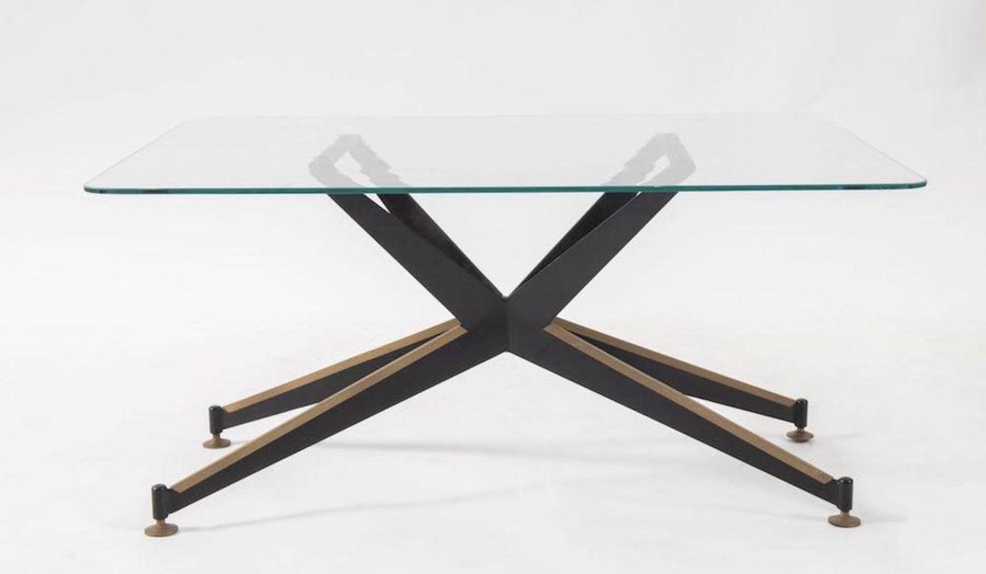 Tavolo da caffè in metallo e ottone con piano in vetro. Prod. Italia, 1960 ca. Cm 39,5x80x59,5.
