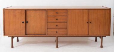 Credenza in legno. Prod. Italia, 1970 ca. Cm 79x206x44,5.