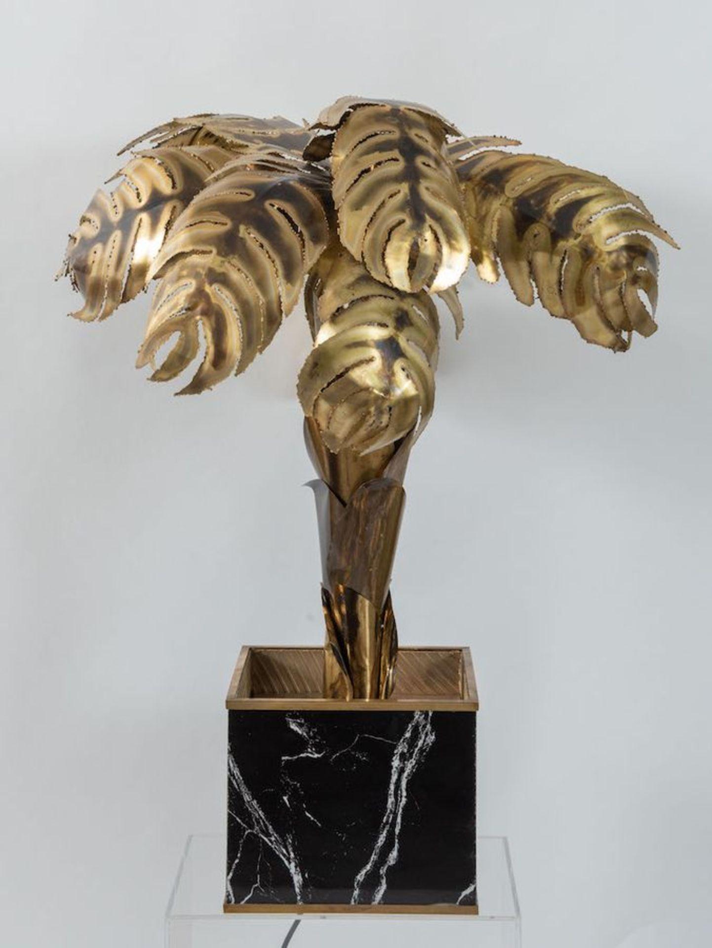 MAISON JANSEN, attr. Lampada da terra in ottone lavorato a mano con una base cubica in legno. Prod.  - Bild 4 aus 4