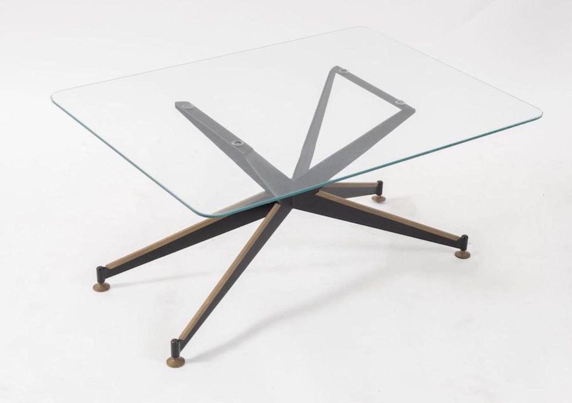 Tavolo da caffè in metallo e ottone con piano in vetro. Prod. Italia, 1960 ca. Cm 39,5x80x59,5. - Bild 3 aus 3