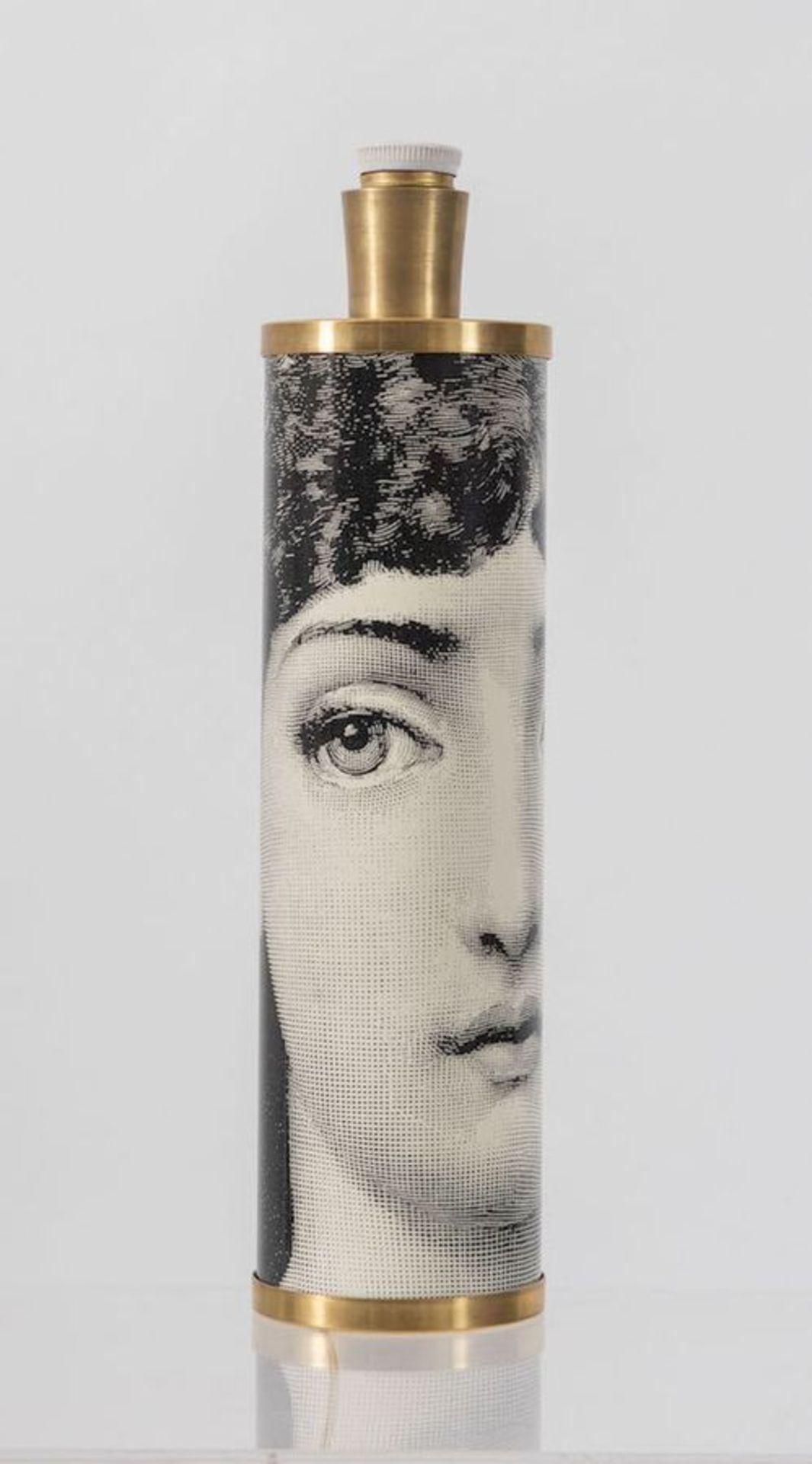 PIERO FORNASETTI Lampada da tavolo in metallo e ottone. Prod. Fornasetti, Italia, 1960 ca. Cm 42,5x1 - Bild 2 aus 3