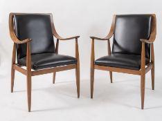 SILVIO CAVATORTA Coppia di poltroncine in legno di noce e seduta in pelle. Marchio originale. Prod.