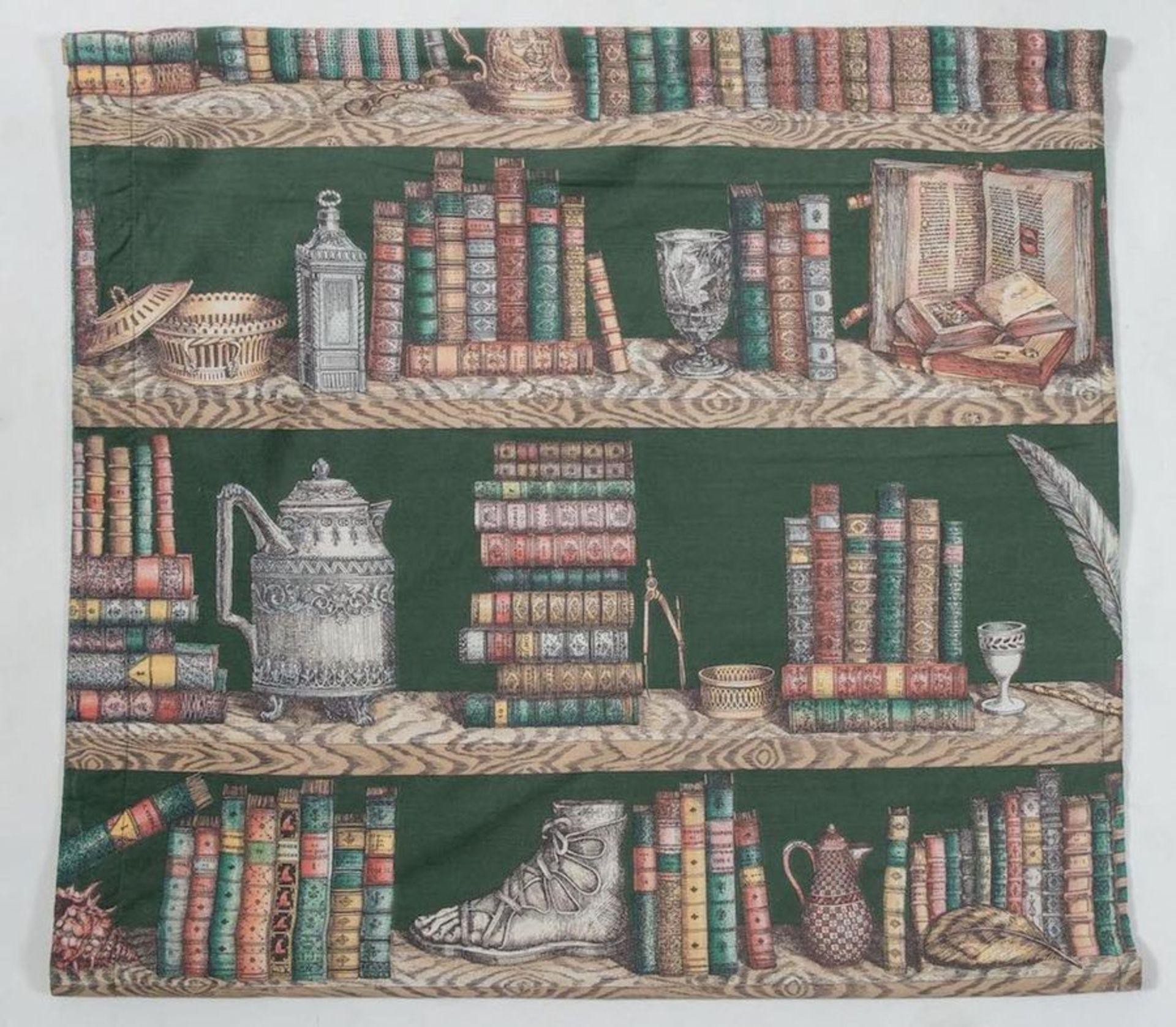 PIERO FORNASETTI Tela della serie Strumenti musicali e libri. Prod. Fornasetti, Italia, 1970 ca. Cm