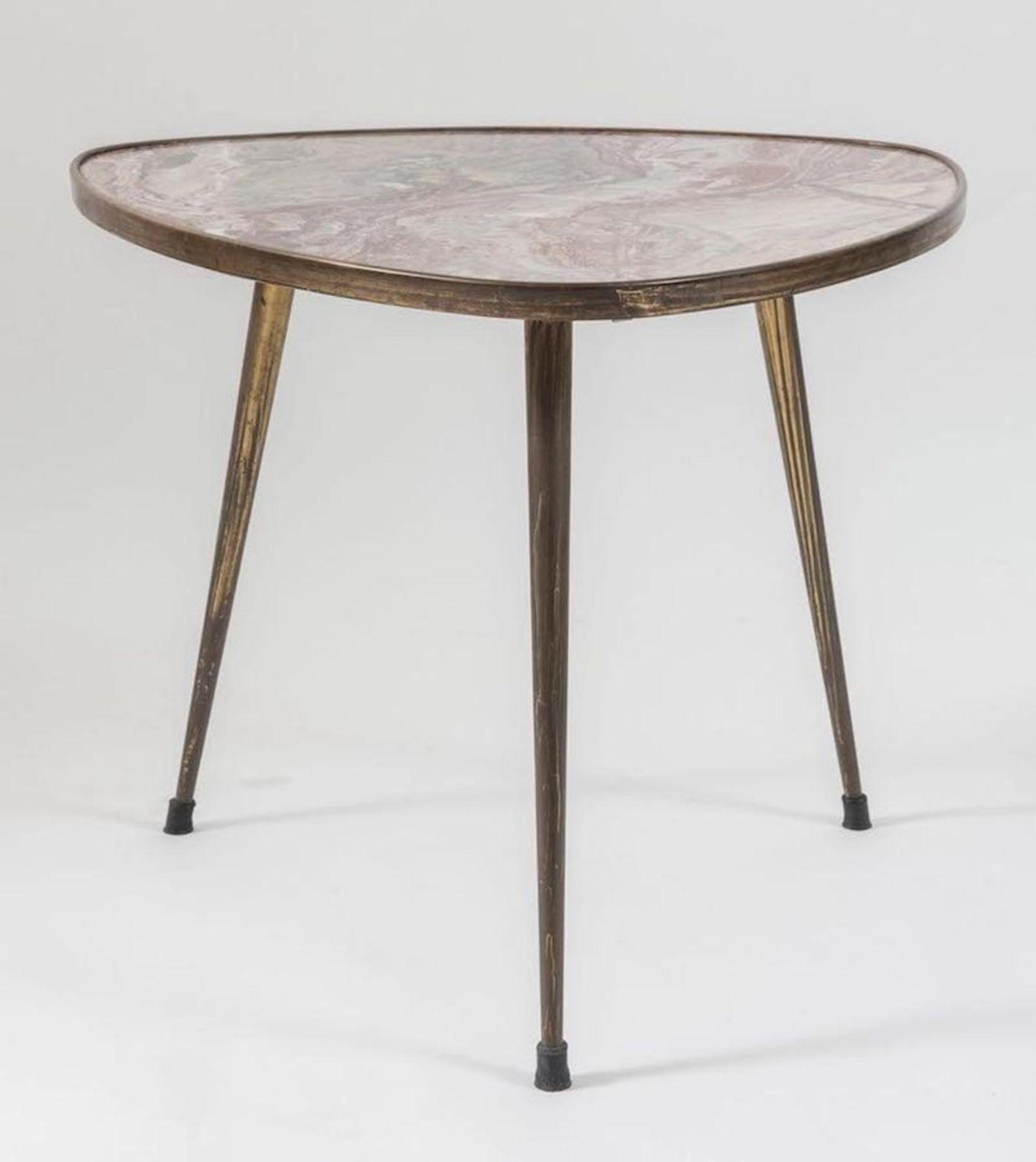 Tavolino da caffè in ottone con piano in marmo. Prod. Italia, 1950 ca. Cm 62,5x57x50.