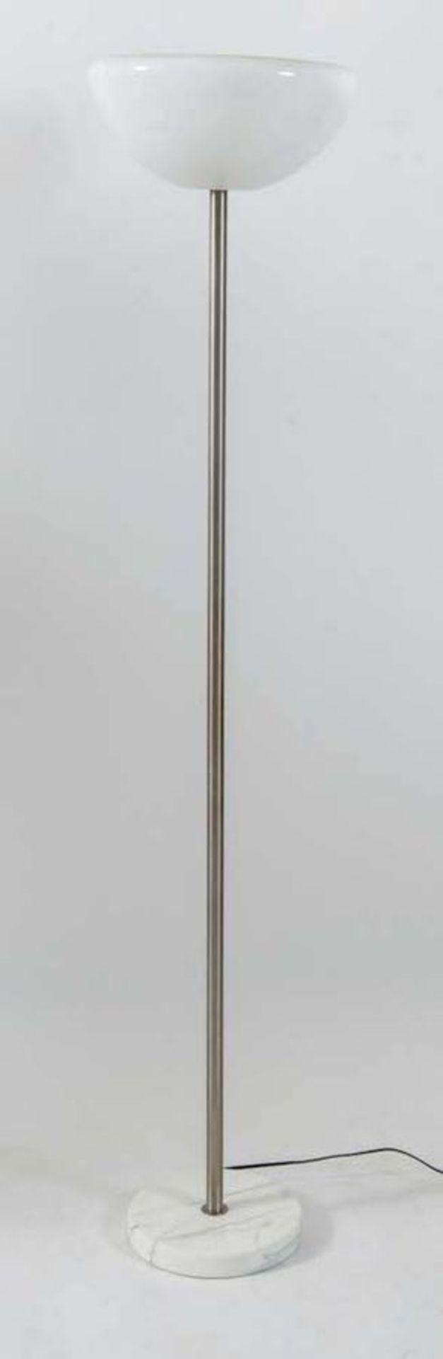 ACHILLE & PIER GIACOMO CASTIGLIONI Lampada da terra in metallo cromato, con base in marmo e paralume