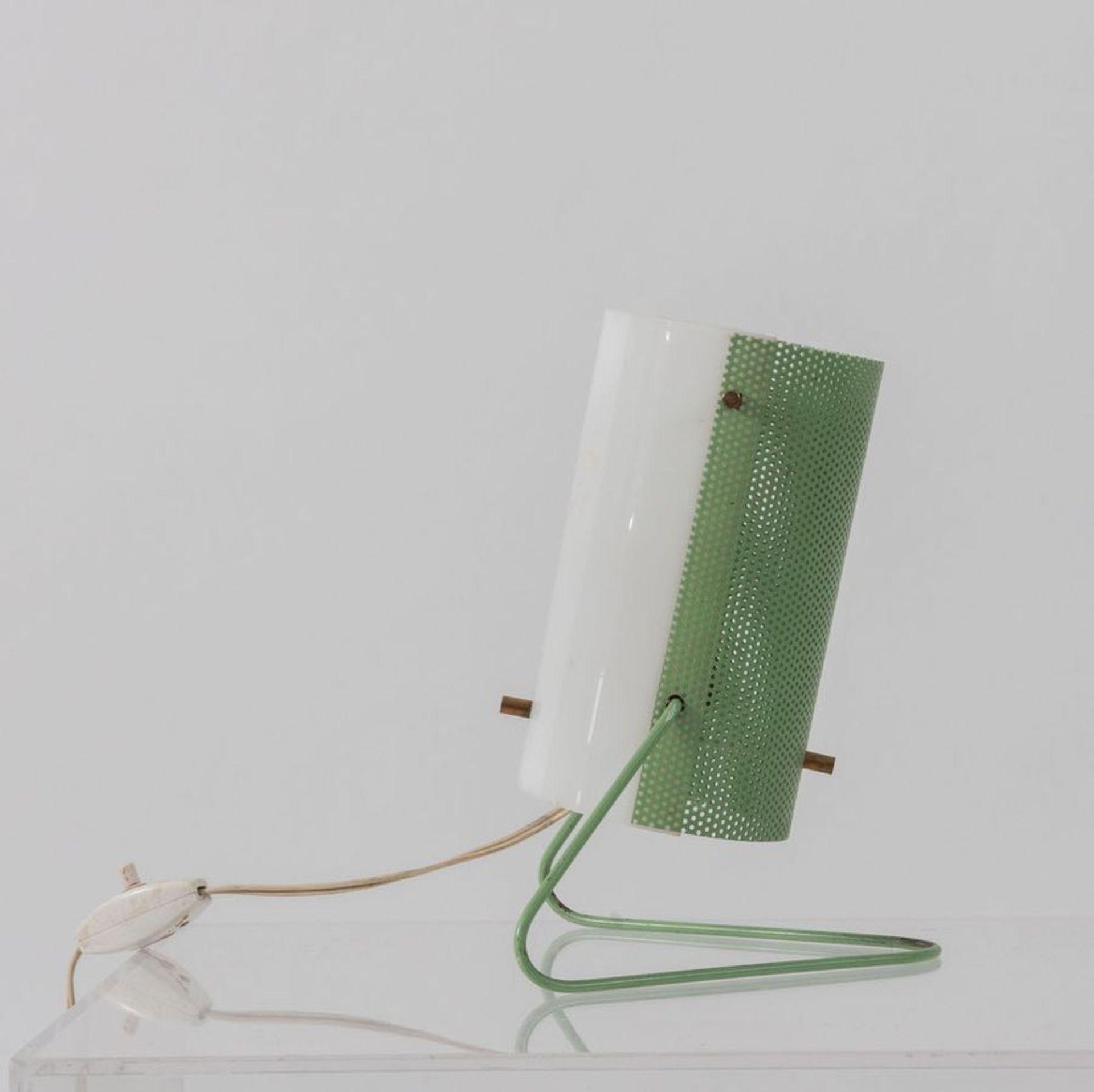 STILUX Lampada da tavolo in metallo perforato e perspex. Prod. Stilux, Italia, 1960 ca. Cm 22x17x15. - Bild 3 aus 3
