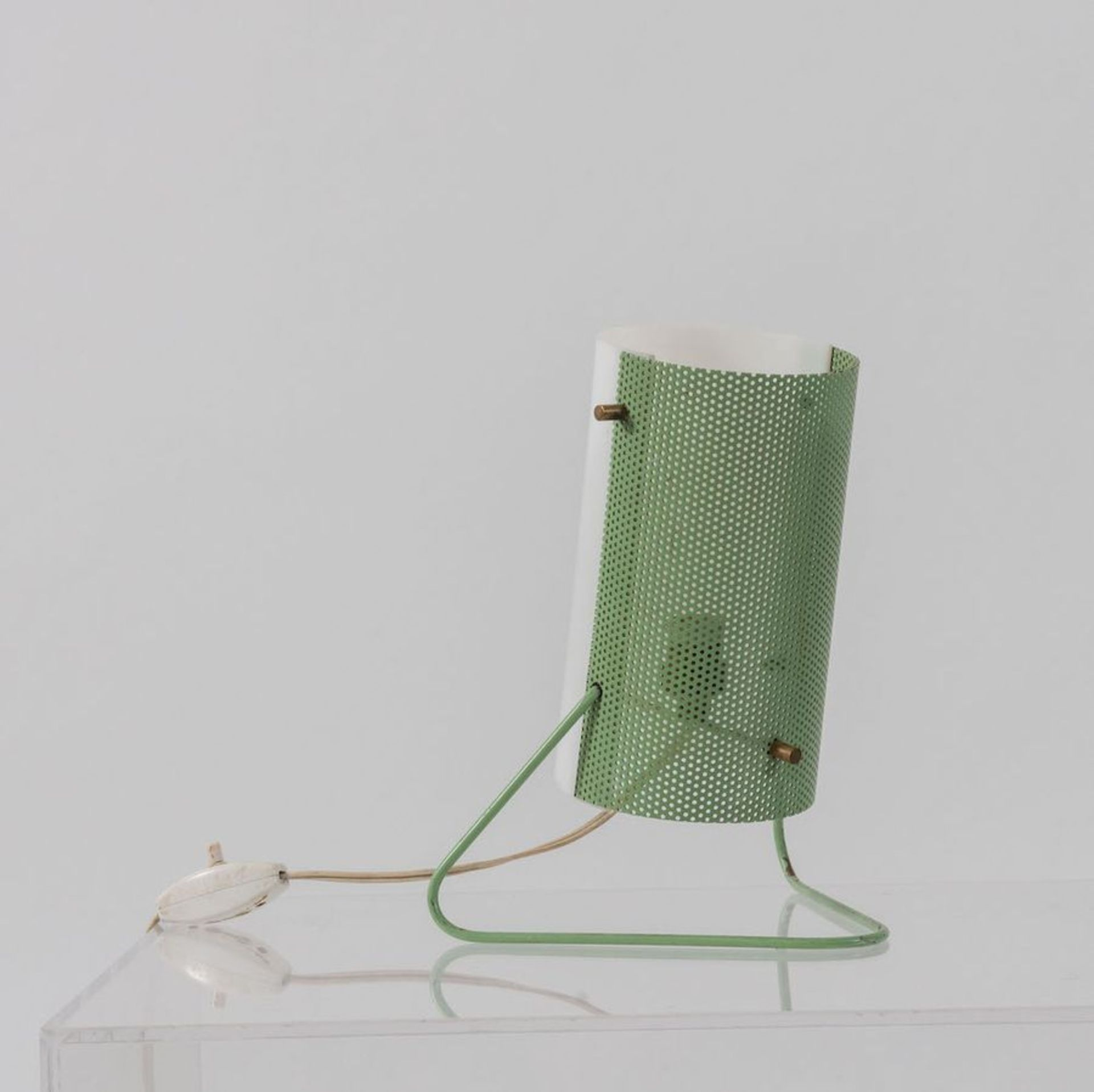 STILUX Lampada da tavolo in metallo perforato e perspex. Prod. Stilux, Italia, 1960 ca. Cm 22x17x15. - Bild 2 aus 3