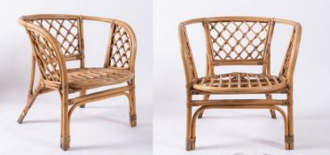 Coppia di sedie in vimini e bamboo. Prod. Italia, 1970 ca. Cadauna di cm 72x70x66.