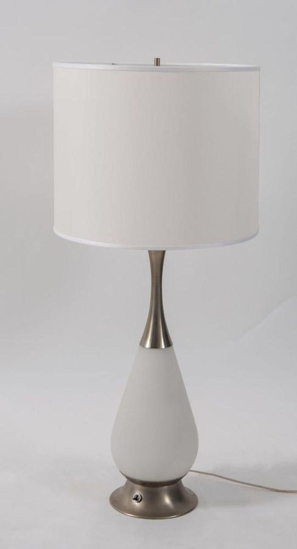 STILNOVO Lampada da tavolo con struttura in alluminio e vetro opalino. Marchio originale. Prod. Stil