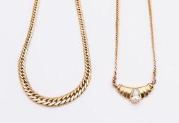 DUE COLLANE IN ORO GIALLO. Ciascuna realizzata come un collier a maglie piatte in oro giallo. Peso c