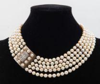 COLLANA DI PERLE a cinque fili di perle coltivate crema (7mm diametro, portano segni di invecchiamen