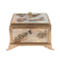 French workshop, Belle Époque box, for jewellery, alabaster and gilded bronze in three colours, deco