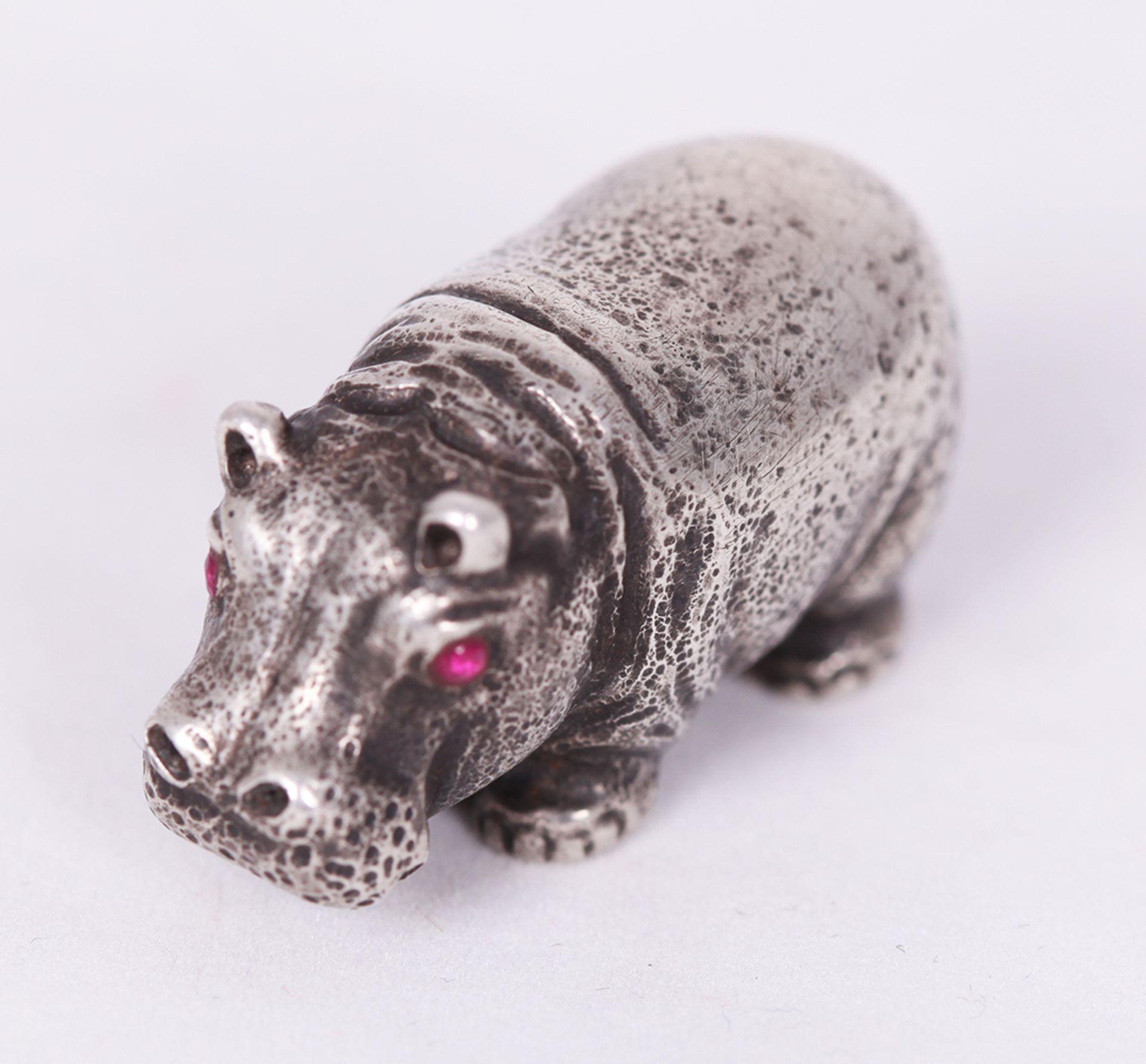 Hippopotamus. Silver. 20th century.<br>2x3,5 cm. - Bild 3 aus 4