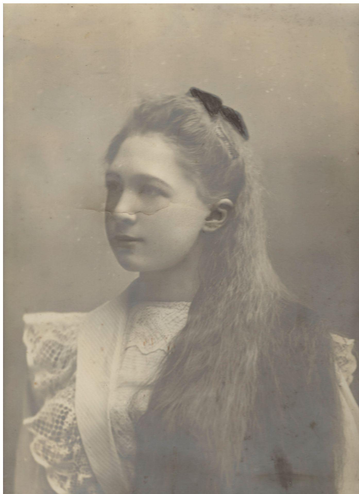 [Russian Empire]. Portrait of young opera singer V. Zakharieva. Photograph. Original print. [Late 19