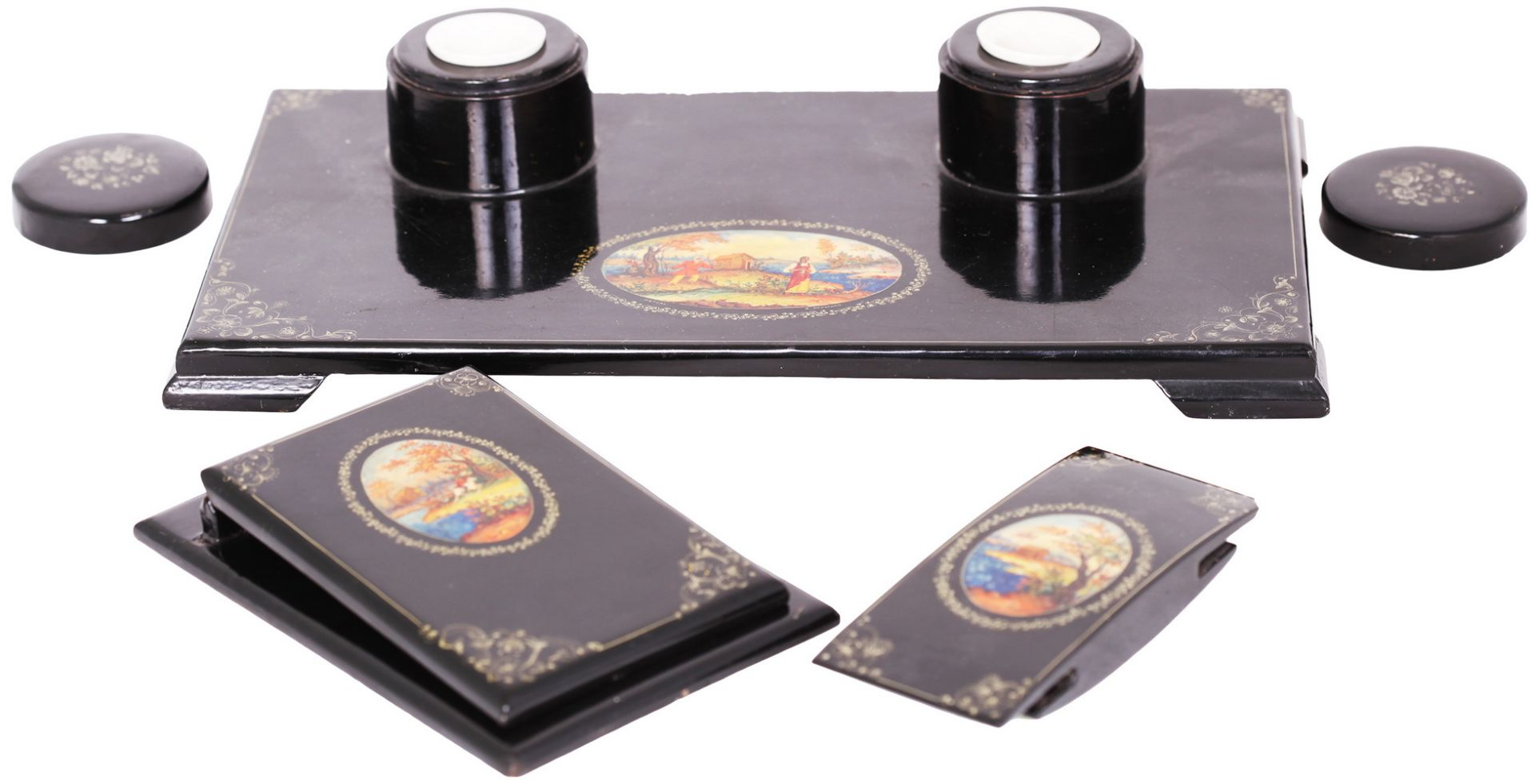 Russian black lacquered papier mache inkstand. - Mstyora, 20th century.<br>Hand painted. Inkstand: 8