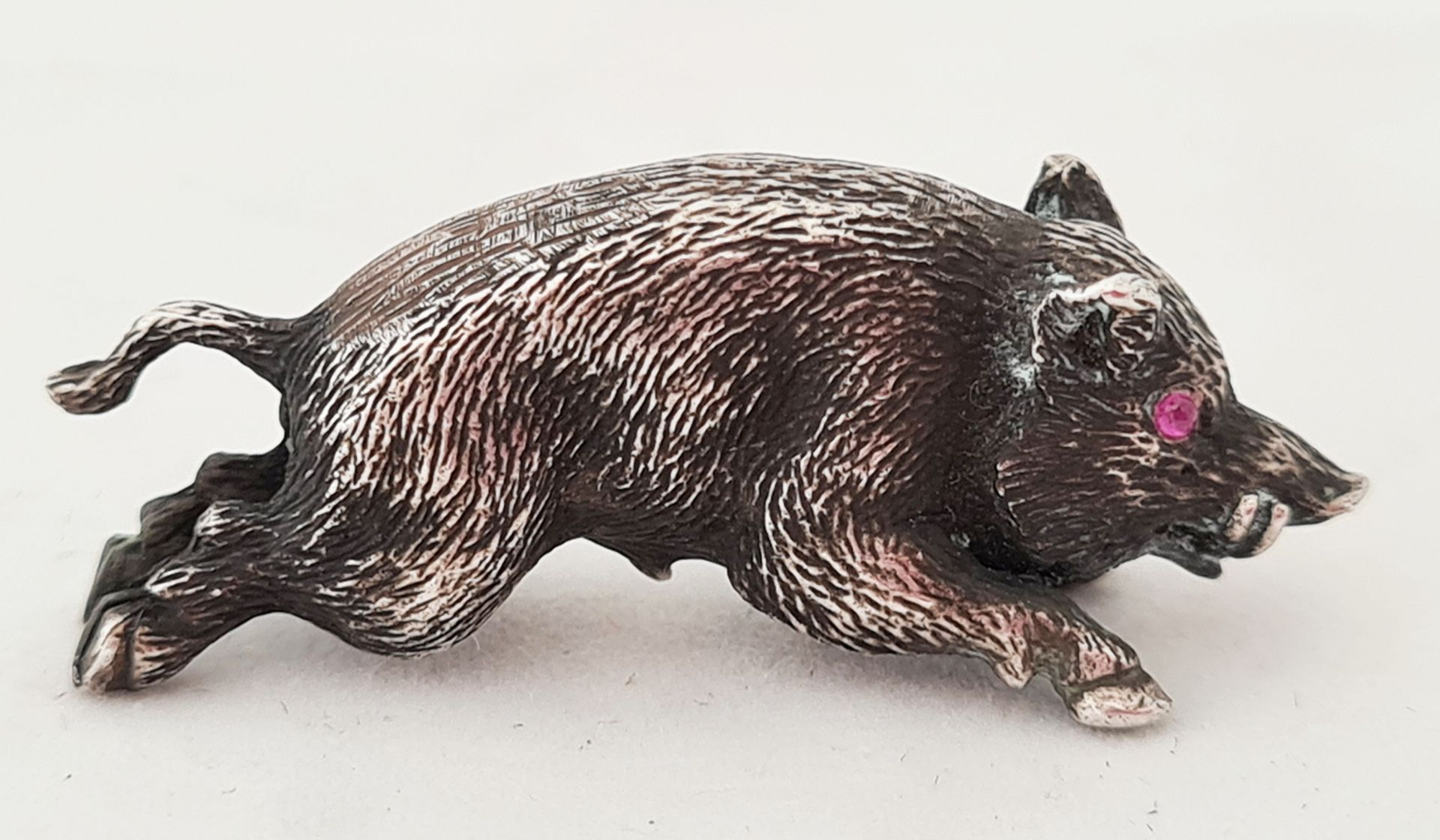 Wild boar. Silver. 20th century.<br>1,5x3,5 cm.