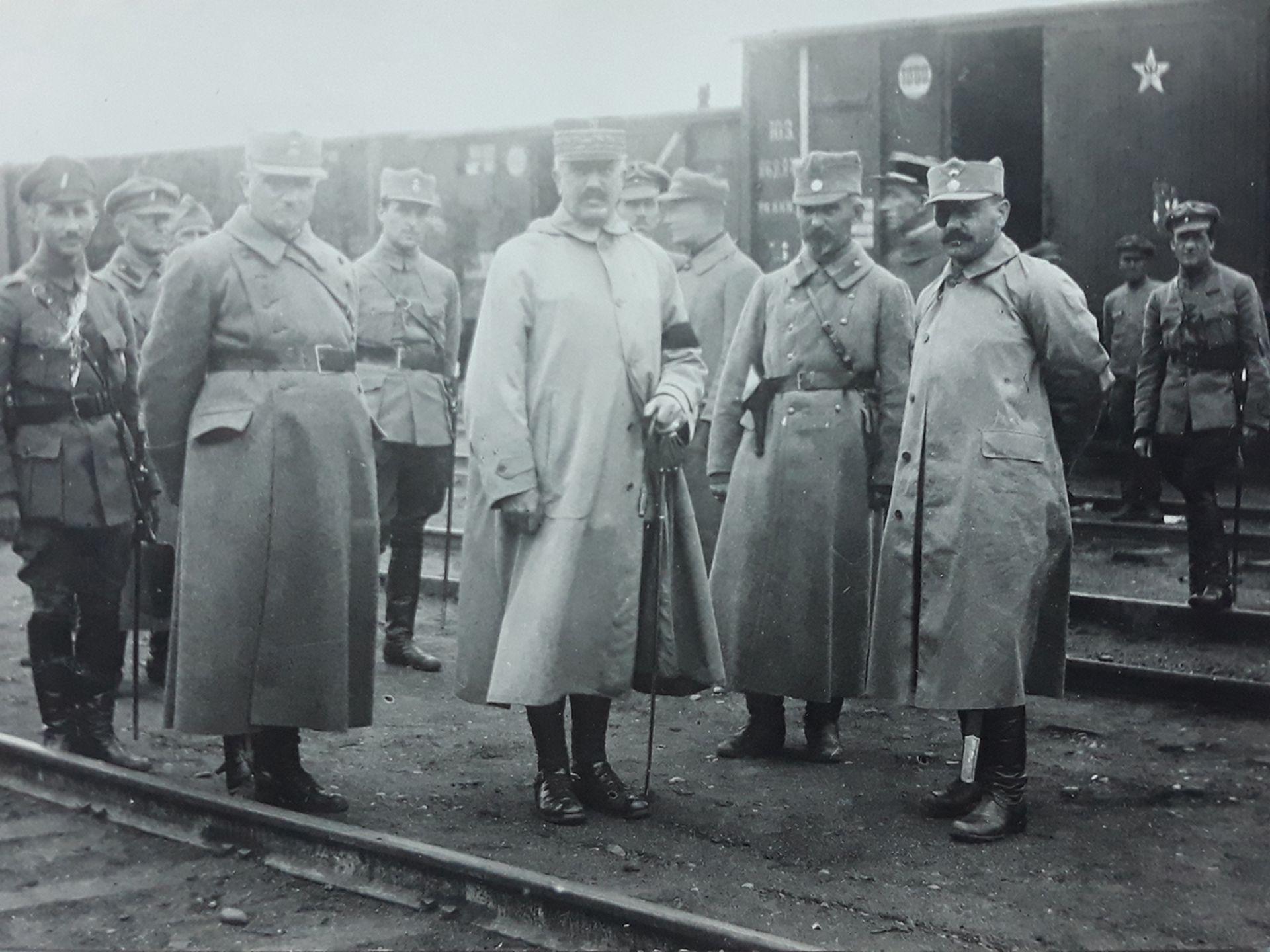 [Soviet]. Chief of Czechoslovak Legioners in Siberia Jan Syrový and Jean Jeanen. Photograph. Vladivo