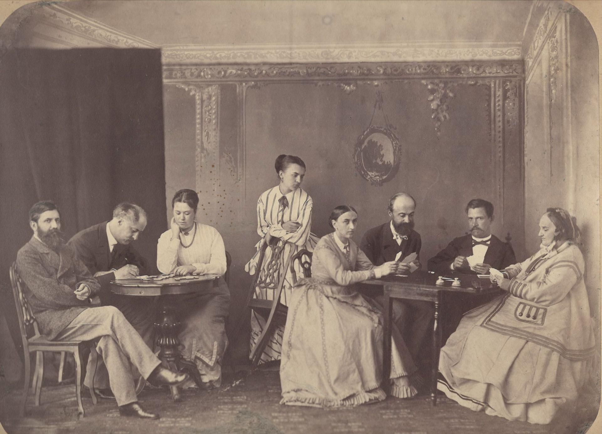 [Russian Empire]. 2 group family portraits. Photographs. Vintage prints. Late 19th century. 22x30 -  - Bild 3 aus 4