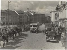 [Soviet Union]. Red Army marching in Vilnius. 1939. Press photo.