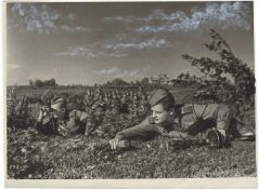 [Soviet Union]. Soldiers of Voronezh battle front. 15th July 1943. Press photo. 15x20 cm.