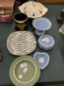 AN ASSORTMENT OF CERAMIC WARE TO INCLUDE FOUR PIECES OF JASPER WARE
