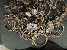 A SELECTION OF WHITE METAL JEWELLERY TO INCLUDE SEVERAL BANGLES