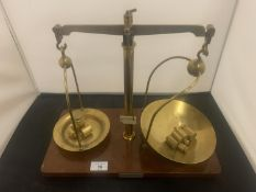 A SET OF W A WEBB BRASS APOCATHARY/PHYSICIANS SCALES
