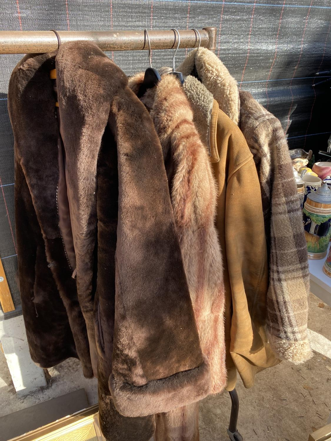 A GROUP OF FOUR COATS AND JACKETS TO INCLUDE A SHEEP SKIN COAT ETC