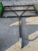 A SMALL LEVELING BLADE 5' WIDE - NO VAT