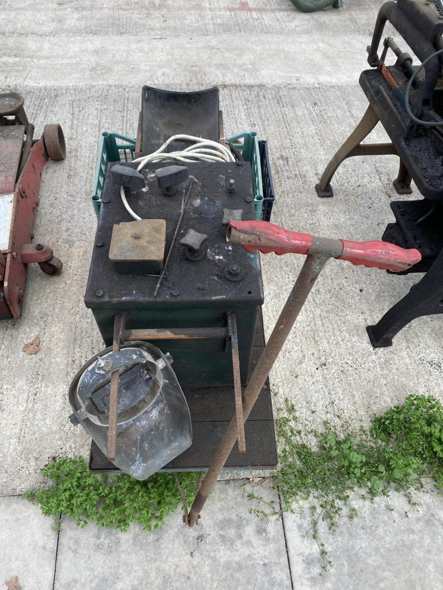 A MIG WELDER ON A TROLLEY BASE TO INCLUDE WELDER ACCESSORIES WORKING WHEN LAST USED+ VAT - Image 5 of 5