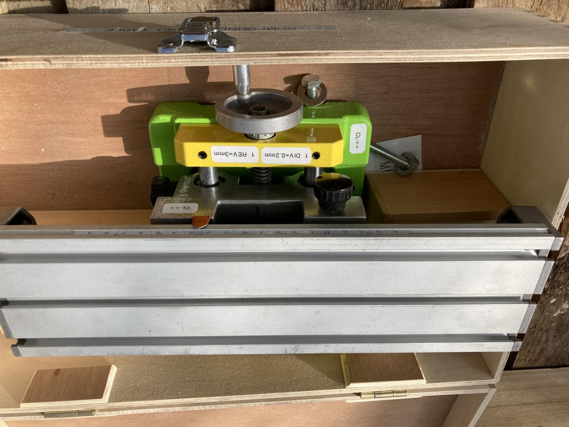 TWO ITEMS TO INCLUDE A ELU PLANER THICKNESSER AND A COMPOUND MILLING TABLE WITH BITS NO VAT - Image 3 of 3