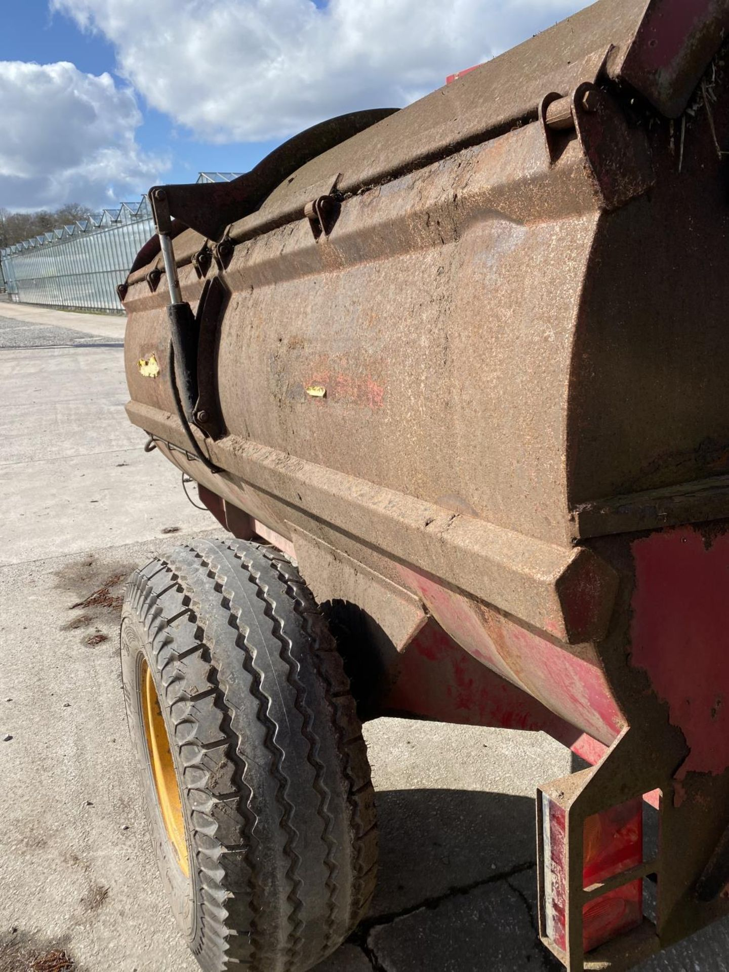 A MARSHALL 70 MANURE SPREADER WITH HYDRAULIC LID WORKING BUT NO WARRANTY + VAT - Image 4 of 5