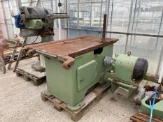 A WADKIN SAW BENCH WITH CAST IRON BASE - BELIEVED WORKING BUT NO WARRANTY 3 PAHSE - NO VAT