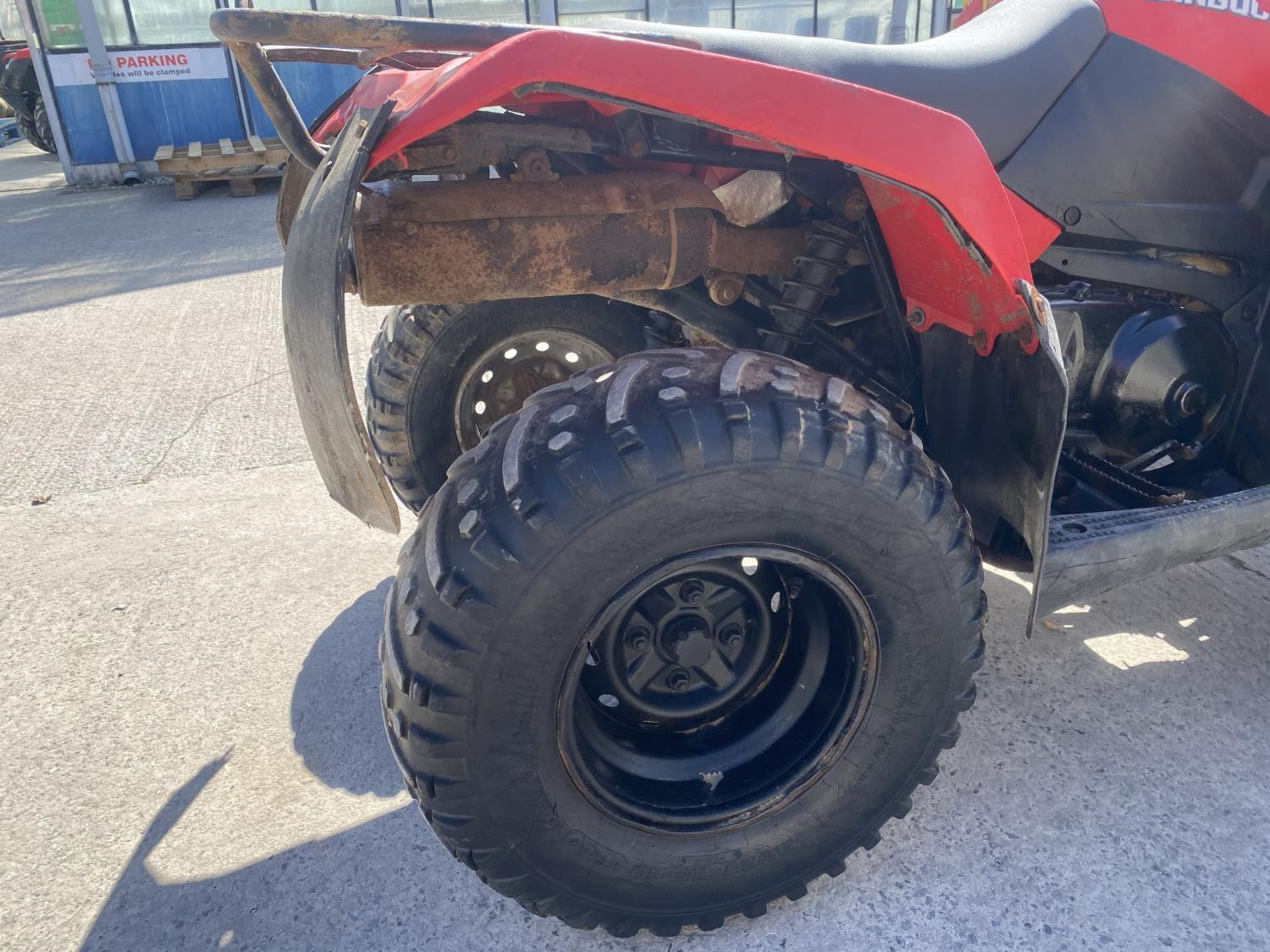 A 2013 SUZUKI KING QUAD, 400 CC AUTOMATIC - SEE VIDEO OF VEHICLE STARTING AND RUNNING - NO VAT - Image 6 of 12