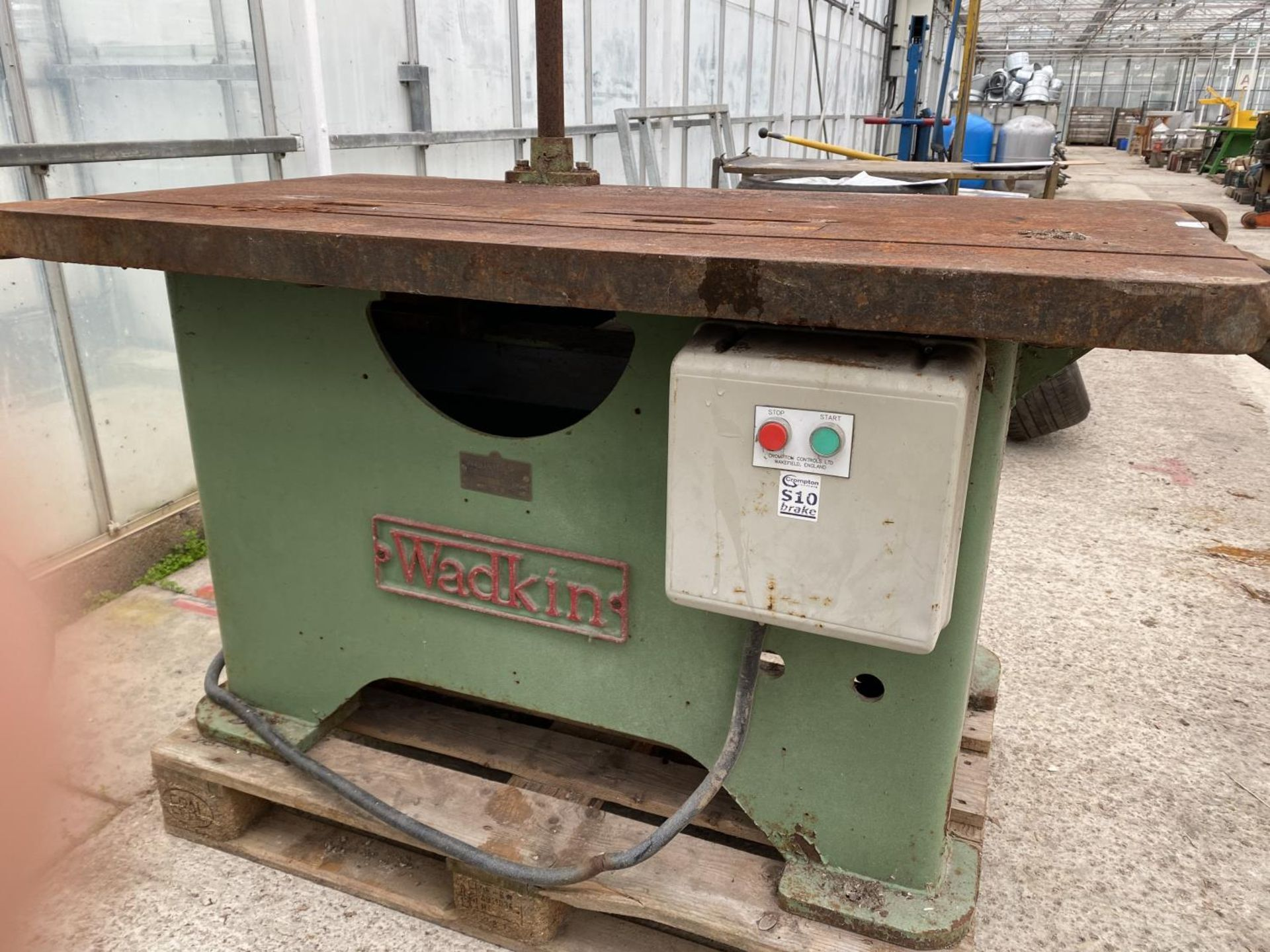A WADKIN SAW BENCH WITH CAST IRON BASE - BELIEVED WORKING BUT NO WARRANTY 3 PAHSE - NO VAT - Image 2 of 6